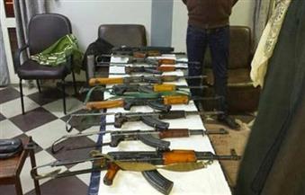 ضبط أسلحة نارية ومواد مخدرة وتنفيذ أحكام في حملة أمنية