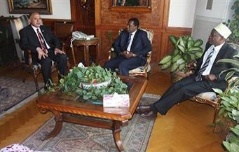 وزير الري يعد بدراسة إحياء مشروع آبار زنزبار الجوفية في تنزانيا