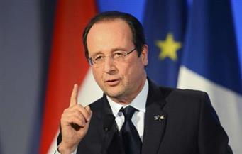 الرئيس الفرنسي هولاند يرجح أن هجوم الشانزليزيه إرهابي