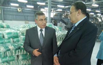 خلال جولته المفاجئة بـ6 أكتوبر والجيزة.. وزير التموين يتفقد مخابز ومطاحن ومصنع تعبئة السكر
