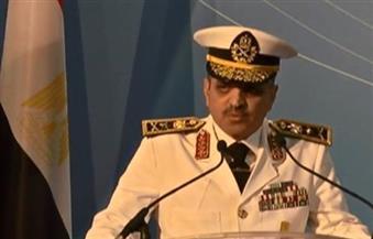 قائد البحرية: نجحنا في غلق باب المندب أمام الحوثيين.. والقطع البحرية هناك لحماية الأمن القومي المصري