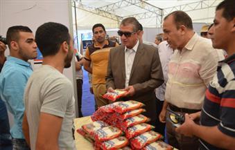 """بالصور.. محافظ كفرالشيخ يتابع معرض السلع الغذائية """"خير بلدنا"""" بأسعار مخفضة لمحاربة الغلاء"""