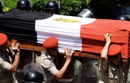 وصول جثمان العميد عادل رجائي إلى مسجد المشير طنطاوي استعدادًا للجنازة العسكرية