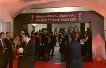 بالصور .. بدء وصول النجوم لحفل توزيع جوائز الأهرام للدراما المصرية