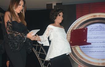"""بالصور.. مرسي عطا الله يشكر منى زكي لحضورها حفل """"الأهرام"""" رغم حملها"""