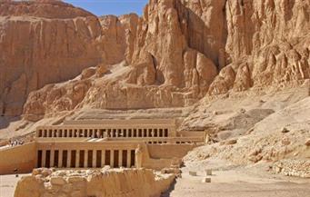 105 سائحين إنجليز يزورون معبد الدير البحري ومقابر وادي الملوك بالبر الغربي بالأقصر