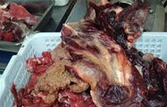 ضبط كميات من اللحوم منتهية الصلاحية وإعدامها بكبرى محال جسر السويس