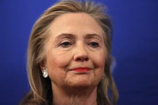 """كلينتون: سلوك رئيس مكتب التحقيقات الفيدرالي """"مثير للقلق"""""""