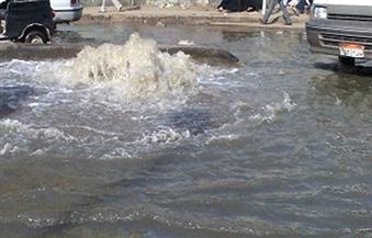 ماسورة مياه تتسبب في تكدس مروري بالمنيل اتجاه الملك الصالح.. ومحاولات للسيطرة علي غرق طريق السويس