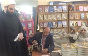 """بالصور.. ماهر مقلد يوقع """"الصعود إلى القمة"""" بمعرض الكتاب العربي في لبنان"""