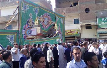 المئات من أهالى إيتاى البارود ينتظرون جثمان الشهيد الصاعقة المقدم رامى حسانين