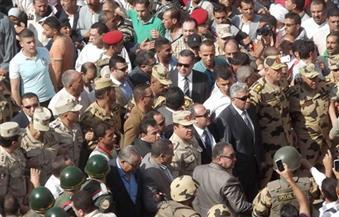 بالصور.. محافظ البحيرة ومدير الأمن يتقدمان صفوف مشيعي شهيد الصاعقة رامى حسانين