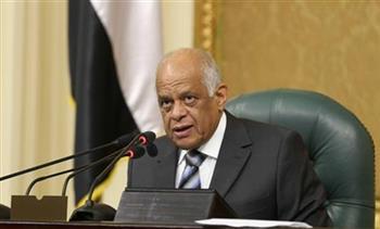 عبد العال يتجاهل الرد على سؤال أحد النواب حول دستورية توقيع الحكومة على قرض صندوق النقد