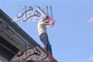 """بالصور.. شاب يهدد بالانتحار أعلى كوبري طلخا صارخًا """"يا حكومة مش لاقي أكل"""""""