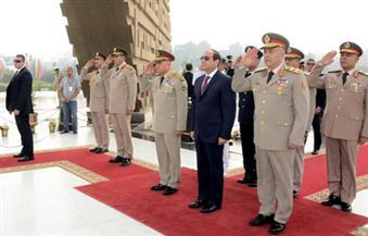 صبحي ينيب قادة الجيوش الميدانية والمناطق العسكرية بوضع إكليل الزهور على النصب التذكارى للجندى المجهول