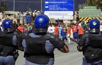 إطلاق الرصاص المطاطى وقنابل الصوت لتفريق طلاب متظاهرين بجامعة فى جنوب إفريقيا