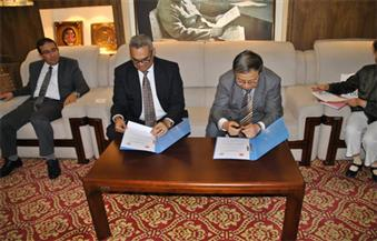 بالصور.. هيئة الاستعلامات توقع اتفاقية تعاون مع جمعية الصحفيين الصينية