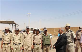 بالصور .. مدير أمن أسوان يفاجئ عددًا من الخدمات الأمنية بالمحافظة