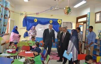 بالصور.. محافظ قنا يتفقد عددًا من المدارس للاطمئنان على سير العملية التعليمية