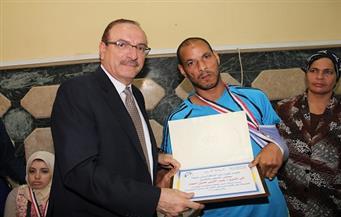 محافظ بني سويف يشارك ذوي الإعاقة احتفالهم بذكرى انتصارات أكتوبر