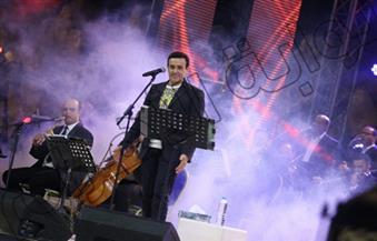 بالصور.. صابر الرباعى يشعل حفل احتفالات ذكرى أكتوبر بشرم الشيخ