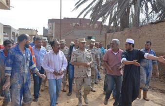 بالصور.. رئيس الهيئة الهندسية بالقوات المسلحة يتابع إزالة آثار السيول برأس غارب