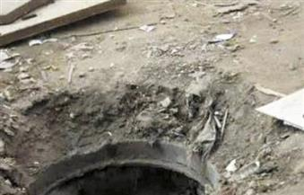 سرقة أغطية غرف محابس الصرف الصحى بشوارع مدينة بركة السبع