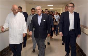 بالصور.. تفاصيل زيارة وزير الأثار وزاهي حواس لمستشفى الأورام بالأقصر