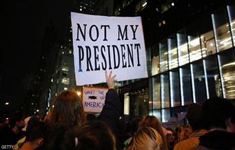 عشرات الآلاف يحتجون في مدن أمريكية على فوز ترامب
