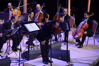بالصور.. المشير طنطاوي ووزير الشباب يحضران حفل هاني شاكر بالأوبرا