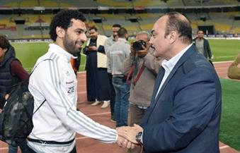 """بالصور.. محافظ الإسكندرية للاعبي المنتخب: """"مصر كلها معكم"""".. ونتتظر الفوز على غانا"""