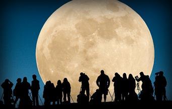 """""""القمر العملاق"""".. ظاهرة فريدة موعدنا معها الإثنين المقبل"""