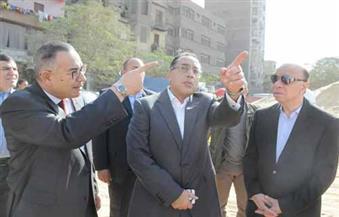"""بالصور.. وزير الإسكان ومحافظ القاهرة يتفقدان أعمال تطوير """"تل العقارب"""" بالسيدة زينب"""