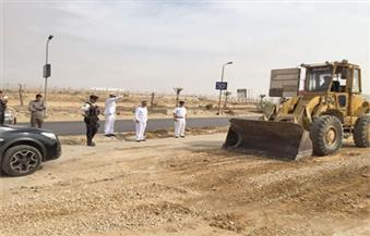 بالصور.. مدير مرور القاهرة يتفقد إصلاح ماسورة مياه محور الثورة