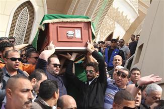 بالصور.. رحلة جثمان الساحر محمود عبدالعزيز إلى مثواه الأخيرة