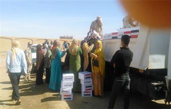بالصور.. برعاية محافظ الوادى الجديد.. قافلة مساعدات متنوعة لقرية الخرطوم