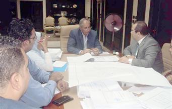بالصور.. محافظ البحر الأحمر يناقش الموقف التنفيذي لمشروعات تطوير العشوائيات بالمحافظة