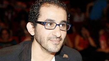 """أحمد حلمي يهدي تكريمه بمهرجان القاهرة لروح """"الساحر"""""""