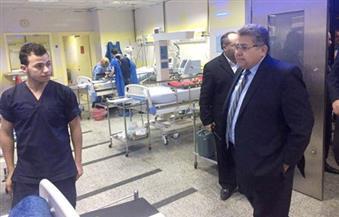بالصور.. وزير التعليم العالي يتفقد مستشفى أبو الريش ويتحدث مع الأهالي