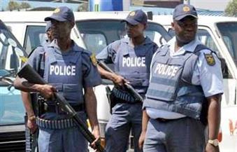 شرطة جنوب أفريقيا تطلق قنابل الصوت ومدافع المياه على محتجين يطالبون بتنحي الرئيس