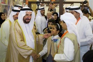 """خلال افتتاح معرض الشارقة للكتاب.. سلطان القاسمي يوقع كتابه """"صراع القوى والتجارة في الخليج"""""""