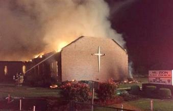 """إحراق كنيسة للسود في أمريكا.. وكتابة """"صوتوا لترامب"""" على جدرانها"""