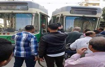 """بالصور.. تصادم """"ترامين"""" وسط الإسكندرية أحدهما بدون سائق"""