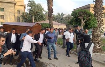 بالصور.. وصول جثمان الدكتور يحيي الجمل إلى جامعة القاهرة