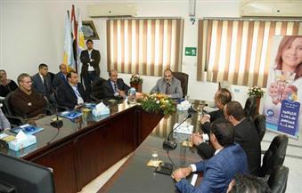 """بالصور.. """"محافظ الإسكندرية""""  يطالب """"مياه الشرب"""" بحل مشكلة ضعف المياه في الأدوار العليا"""