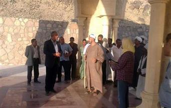 بالصور.. محافظ البحر الأحمر يتفقد مسجد الشيخ الشاذلي بمرسي علم