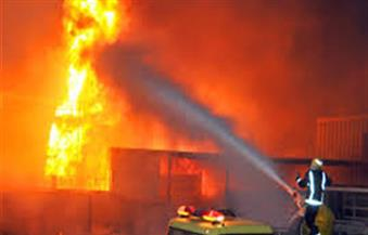 رجال الإطفاء يكافحون حريقًا بولاية ماساتشوستس الأمريكية