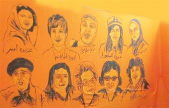 بالصور.. فنان تشكيلي يرسم جدارية نضال المرأة تضم كليوباترا وإيزيس وأم كلثوم ونوال السعداوي