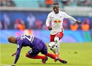 """الرخصة المزيفة لـ""""نابي كايتا"""" لاعب """"لايبزيج"""" تتصدر عناوين صحف ألمانيا"""