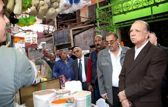 """بالصور.. محافظ القاهرة يتفقد سوقي """"باب اللوق والعتبة"""" وتطويرهما ضمن القاهرة الخديوية"""